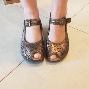 Floral cutout heels